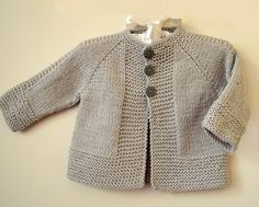Simple and stylish quick knit top down - Knitting pattern by OGE Knitwear D. Simple and stylish quick knit from top to bottom - knitting instructions from OGE Knitwear Designs Source.Simple and stylish quick knit top down - simple, stylish top down j Baby Cardigan Knitting Pattern Free, Baby Sweater Patterns, Knitted Baby Cardigan, Knit Baby Sweaters, Baby Knitting Patterns, Knitting For Kids, Boys Sweaters, Kimono Pattern Free, Toddler Sweater