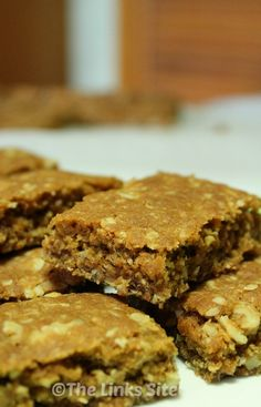 Slice Recipe The Links Site If you like Anzac biscuits or even if you have never tried them you will love this Nutty Anzac Slice If you like Anzac biscuits or even if yo. Easy Snacks, Yummy Snacks, Quick Easy Meals, Yummy Food, Brownie Recipes, Cake Recipes, Loaf Recipes, Keto Recipes, Meals