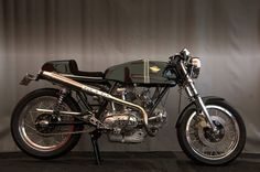 1974 Ducati 750 Sport Desmo Special, owned by Mike Cecchini. Ducati 750, Ducati Cafe Racer, Inazuma Cafe Racer, Cafe Racer Helmet, Ducati Motorcycles, Cafe Racer Bikes, Cafe Racer Motorcycle, Motorcycle Outfit, Cafe Racers