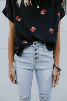 high waisted button up jeans with vintage tee, ootd, outfit ideas, fashion blogger outfits, casual chic, casual style