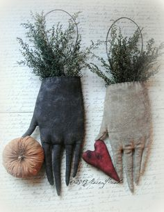 The Goode Wife of Washington County: New Patterns and a SALE ©2013 Stacey Mead of Raven's Haven Edna Nettle's Gloves