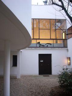 VILLA ROCHE by LE CORBUSIER (1925) amazing window