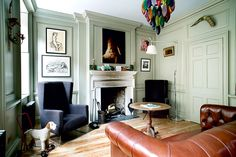 A Georgian townhouse in Spitalfields, East London, has been lovingly restored and transformed into a contemporary home- paint color Townhouse Interior, Georgian Townhouse, Georgian Homes, Home Interior, Interior Design, Interior Paint, Living Room Designs, Living Spaces, Living Rooms