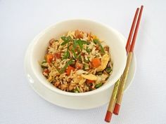Whip up these delicious egg, vegetable and chicken fried rice recipes for a family dinner or fancy party. Wine Recipes, Asian Recipes, Cooking Recipes, Pork Recipes, Cooking Tips, Tasty Fried Rice, Leftover Rice Recipes, Arroz Frito, Rice Dishes