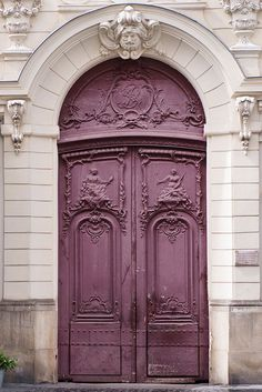 The beautifully-detailed doors of Paris are a wonderful photographic subject all on their own.