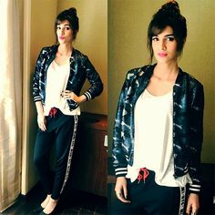 Kriti Sanon Is Giving Us Some Serious Weekend Dress-Up Inspiration Bollywood Dress, Bollywood Girls, Bollywood Stars, Bollywood Celebrities, Bollywood Fashion, Simple Outfits, Casual Outfits, Cute Outfits, Weekend Dresses