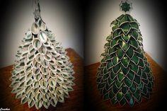 Nespresso:Due alberi di natale.Lavorazione uguale delle capsule. Christmas Makes, Christmas Time, Christmas Crafts, Cup Crafts, Crafts To Do, Bordados E Cia, Cup Art, Latte Art, Projects To Try