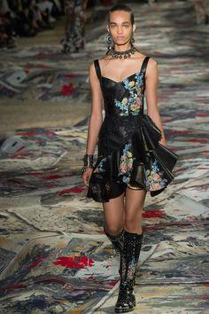 Alexander McQueen SS17 fashion show