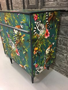 Funky Painted Furniture, Decoupage Furniture, Recycled Furniture, Refurbished Furniture, Furniture Makeover, Vintage Furniture, Diy Furniture, Furniture Design, Decoupage Drawers