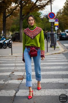 Published on: 10 Feb '18 Category: Milan Tags: Blue crop jeans , Chriselle Lim , Fashion , Fashion Photography , Fashionable , Fashionista , Green red printed sweater , MFW , Milan Fashion ...