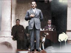 Atatürk'ün bilinmeyen özellikleri Boyu 1.74, elleri çok ufak. Tıraşını kendisi olmazmış.