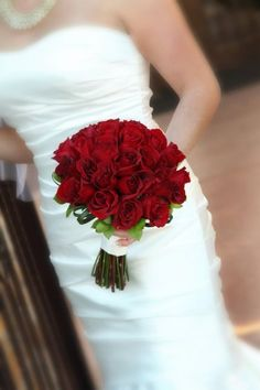 Red rose bridal bouquet | villasiena.cc