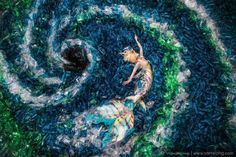 Mermaid Swims In A Sea Of 10,000 Plastic Bottles To Raise Environmental Awareness | 123 Inspiration