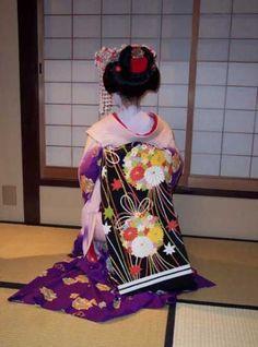 Back of a geisha