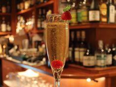 Este es el último cocktail de película de Yanaida Prado, Sparkling Gold, a base de Gold Label Reserve. Este es el cocktail de la semana, que podréis disfrutar a un precio muy especial.