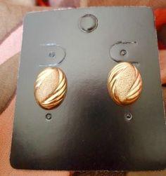 Oval dourado - Brinco R$ 9,00