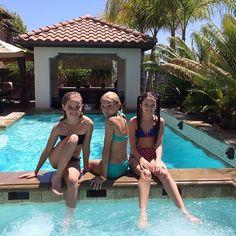 pool day ! lexee and chloe
