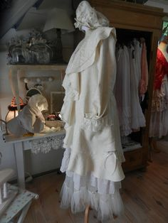 MANTEAU CLOTILDE EN DENTELLE MANCHES LONQUES de Froufrou la bourge sur DaWanda.com
