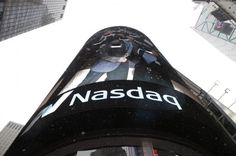A computer glitch sent stock prices of several tech companies at the same number on sites reporting Nasdaq information late Monday.