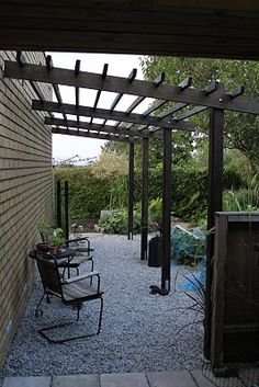 Svart pergola! This would look great over my deck