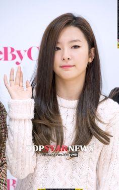 Seulgi on Pinterest | Red Velvet, Kpop Fashion and Airport Fashion Kang Seulgi, Red Velvet Seulgi, Kpop Fashion, Airport Fashion, Airport Style, Mini Albums, Celebrities, Korean Music, Rv