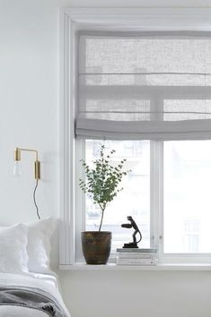 to think about when decorating with elevator curtains You are in the right place about feng shui bedroom interior Here we offer you the most beautiful pictures about the romantic feng shui bedroom you Feng Shui Bedroom, Curtains With Blinds, Roman Blinds, Home Decor Bedroom, Cozy Bedroom, Bedroom Curtains, Bedroom Lamps, Decor Room, Bedroom Bed