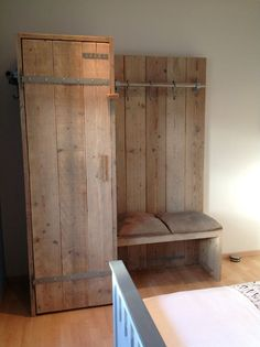Rustic Furniture, Diy Furniture, Pallet Designs, Farmhouse Bedroom Decor, Home Projects, Sweet Home, Closet, Home Decor, Ideas