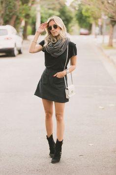 Blusa + saia + cachecol + bota