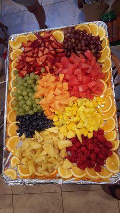 Perfect fruit dish for parties – yemek ve tatlılar – Obst Fruit Buffet, Fruit Dishes, Snacks Für Party, Party Desserts, Dessert Party, Party Appetizers, Summer Desserts, Party Party, Party Ideas