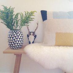 Love the ceramix vase Home, Inspiration, Plant Design, Kelim Rug, Interior, Pillows, Interior Plants, Throw Pillows, Ferm Living