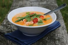 THAISUPPE MED TORSK OG REKER Fish Dishes, Fish And Seafood, Thai Red Curry, Vegan Recipes, Soup, Tasty, Dinner, Cooking, Ethnic Recipes