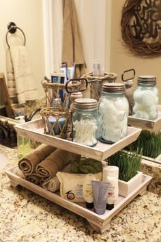 Guest bathroom Tiered tank More - Deko - Bathroom Decor First Apartment, Tray Decor, Home Organization, Organizing Ideas, Perfume Organization, Home Projects, Craft Projects, Farmhouse Decor, Farmhouse Ideas