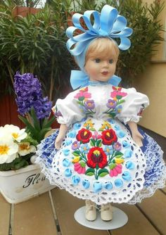 Hungarian Embroidery, Folk Art, Cross Stitch, Costumes, Traditional, Dolls, My Love, Style, Baby Dolls