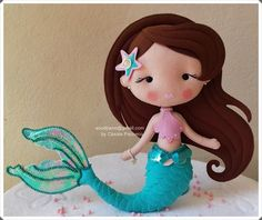 Sou d' Pano: Festa Sereia/ Decoração Mermaid Diy, Mermaid Dolls, Doll Crafts, Cute Crafts, Felt Doll House, Mermaid Theme Birthday, Little Mermaid Parties, Fairy Dolls, Handmade Felt
