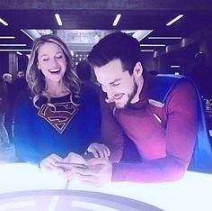 OMG OMG OMG!!! ✨✨This is my favorite picture!! It's just perfect, both Melwood and Karamel AND SuperValor ❤️❤️❤️ #Karamel #Melwood #SuperValor #melissabenoist #chriswood