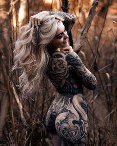 Bright and sexy Lisa Kroiss Tattoos Skull, Sexy Tattoos, Body Art Tattoos, Tribal Tattoos, Female Tattoo Models, Female Models, Lisa, Tattoo Girls, Girl Tattoos