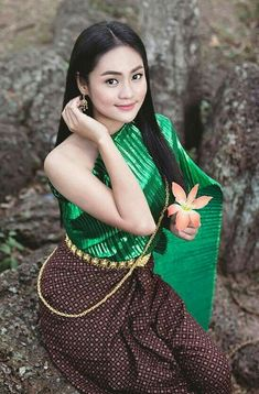 Charm of Khmer costume. Traditional Thai Clothing, Traditional Dresses, Beautiful Asian Girls, Gorgeous Women, Modern Dance Costume, Thai Fashion, Thai Dress, Asian Hotties, Beautiful Costumes
