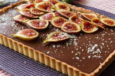Chocolate Tart with Figs by greek chef Akis. Amazing, delicious and so easy to make with homemade sweet tart dough. Perfect for the whole family! Greek Desserts, Greek Recipes, No Bake Desserts, Tart Recipes, Raw Food Recipes, Cooking Recipes, Tart Dough, Happy Foods, Sweet Tarts