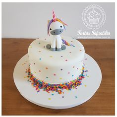 Torta con Unicornio de 1 piso Girl Birthday Decorations, Birthday Cake Decorating, Baby Birthday Cakes, Birthday Treats, Unicorn Cake Topper, Cake Decorating Techniques, Cakes And More, Party Cakes, Let Them Eat Cake