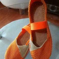 Zapatos tejidos en crochet.. Hecho en Colombia. Hecho a mano. #tejidosespeciales#tejiendodiseñospropios#tejeresunplacer#tejererelnuevoyoga#crochet#crochetfashion#crocheting#innovacrochet#agujetashastaenlaspestañas#artesanal#tejiendoenmicocina#tejiendounsueño .