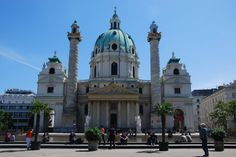 Die Karlskirche in Wien - The Church of St. Karl in Vienna Kirchen, Vienna, Notre Dame, Barcelona Cathedral, Explore, Mansions, House Styles, Building, Travel