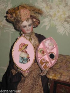 EXQUISITE MINIATURE FRENCH TOILETTE BOX W/TINY ACCESSORIES FOR FASHION DOLLS!
