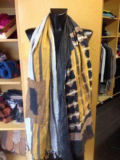 Sciarpa patchwork creata assemblando tessuti di riciclo. Pezzi unici e irripetibili! Pez mood...