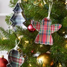 Ornaments made with cookie cutters--LOVE