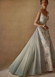 1950's evening gown 1950s Fashion Trends, Vintage Fashion, Vintage Outfits, Evening Dress Patterns, Prom Dresses, Formal Dresses, Fashion Outfits, Womens Fashion, Evening Gowns