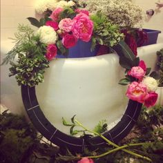 How to make a fresh flower wreath - tips of style and arranging totally transfer to floral crowns
