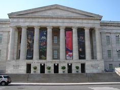 Smithsonian. I want to go! And the Natinonal Mall