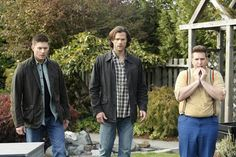 "Supernatural -- ""Just My Imagination"" -- Image -- Pictured (L-R): Jensen Ackles as Dean, Jared Padalecki as Sam and Nate Torrence as Sully -- Photo: Bettina Strauss/The CW -- © 2015 The CW Network, LLC. All Rights Reserved. Supernatural Season 11, Supernatural Bloopers, Supernatural Tumblr, Supernatural Imagines, Supernatural Wallpaper, Supernatural Jensen, Supernatural Tattoo, Castiel, Jared And Jensen"
