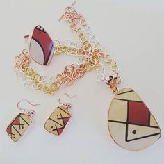 Lo nuevo en #EstiloMexicano... Piezas únicas fruto de la fusión del trabajo artesanal ceramista de #MataOrtiz y la talentosa manufactura taxqueña. Ya pueden pedirlos en línea! http://ift.tt/1NYqLiA #Chihuahua #Arte #ArteMexicano #Joyeria #Cobre #Ceramica #JoyeriaMexicana #Jewelry #MexicanJewelry #MataOrtizJewelry #Mexico #DF #CDMX #Taxco #SanAngel #HechoenMexico #MadeinMexico #HandMade #Hechoamano por estilomexicano en Instagram http://ift.tt/1HV5vDL #navitips