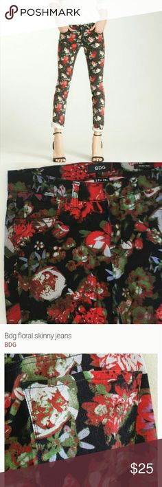 """BDG Skinny Jeans BDG Floral TWIG Skinny Jeans , 27""""W  29"""" L , red , black with some green , Mid Rise TWIG , 98% cotton 2% spandex , no stains or holes , good condition , smoke free an pet free home. BDG Jeans Skinny"""